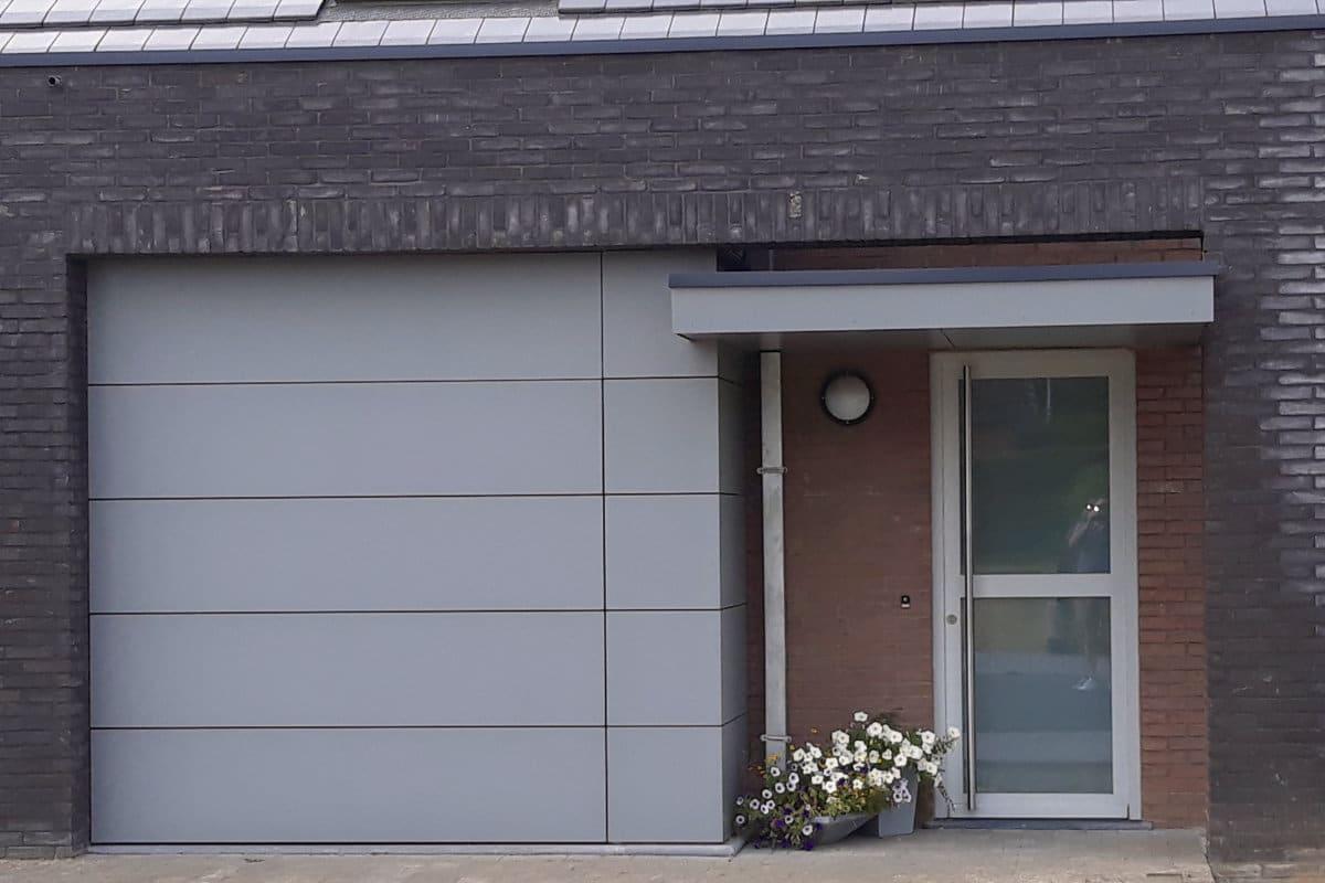 Garagepoort en oversteek in HPL